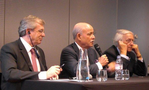 de gauche à droite, Philippe Vasseur président du World Forum, Jeremy Rifkin, Daniel Percheron, président du conseil régional